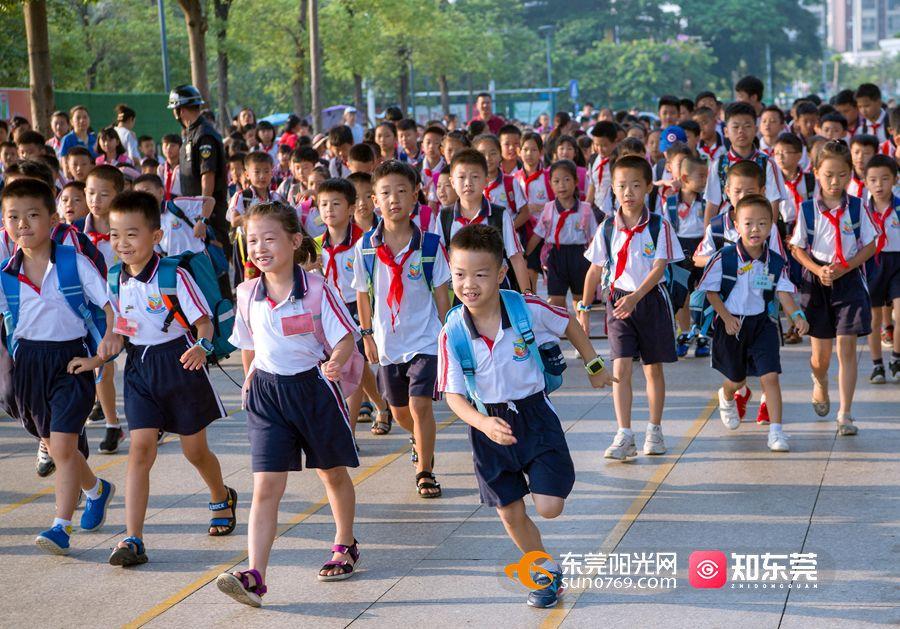 今年东莞提供公办中小学学位超10万个,5月6日开始报名!