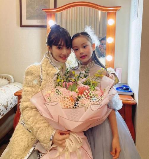 李小璐再次回应恋情传闻,直言:我和女儿也很幸福