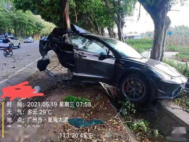 特斯拉Model 3撞树后起火 事故原因仍在调查中